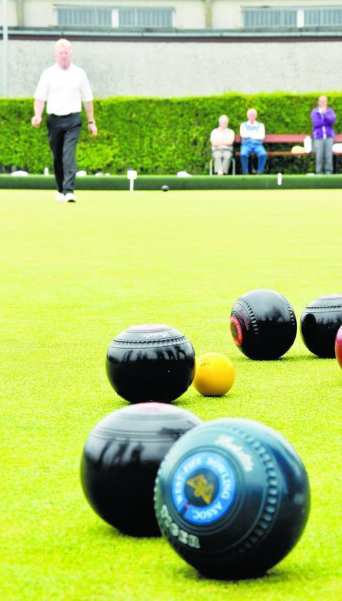 Dalgety Bay Bowling Club's application to extend the hours they can sell alcohol has been approved, despite 15 objections.