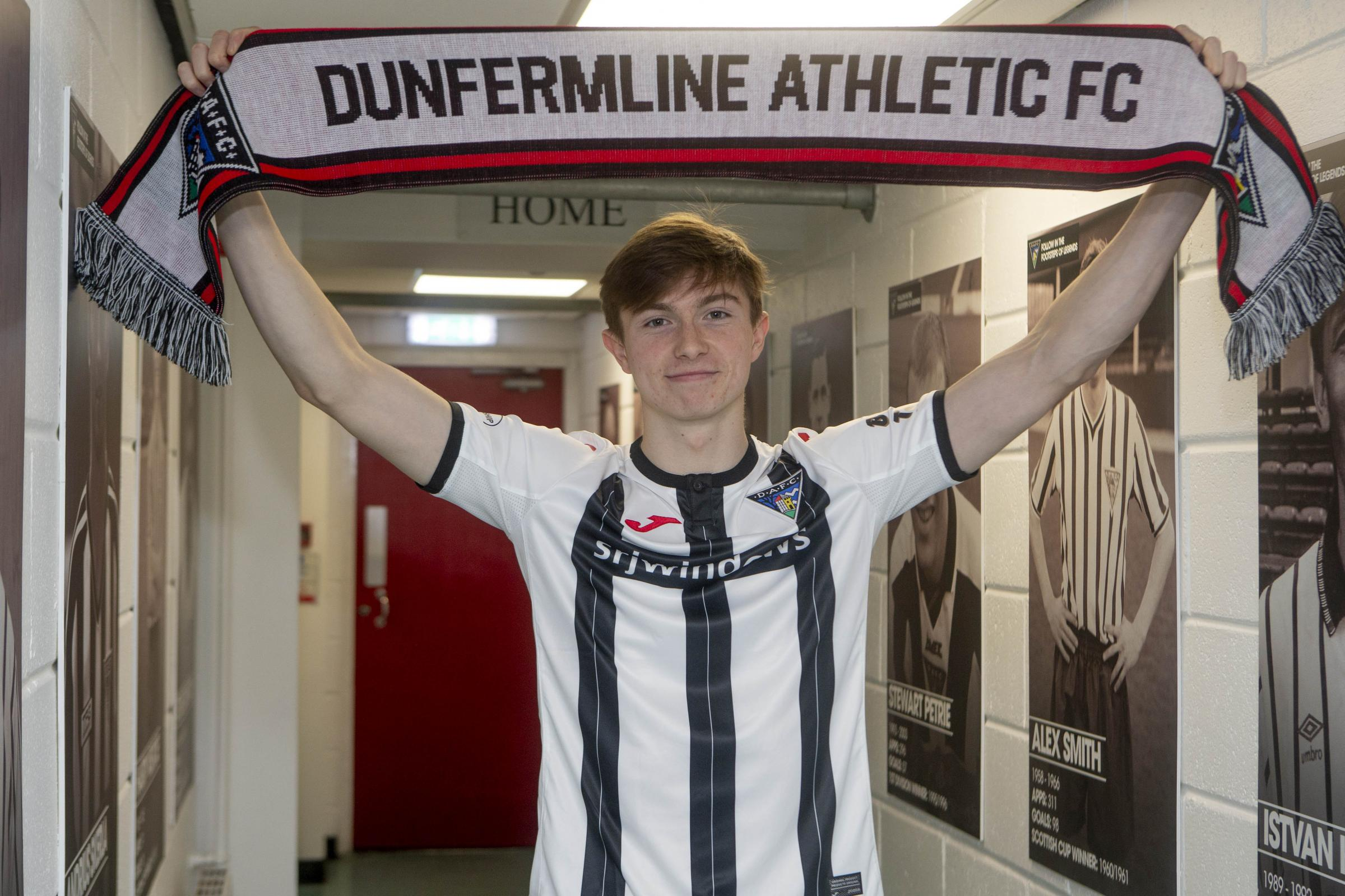 Dunfermline: Crystal Palace's Scott Banks signs on loan