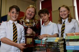 Pittencrieff quiz winners get the book bug